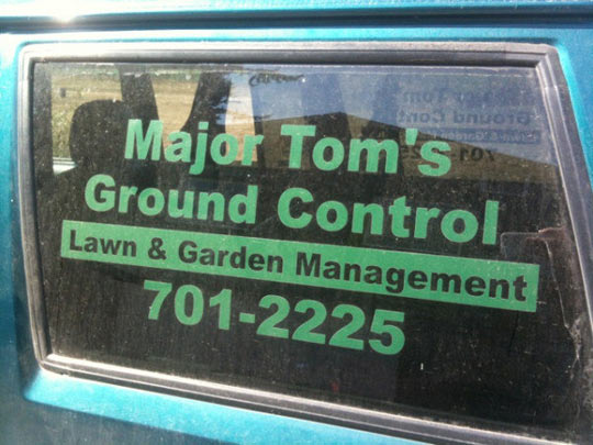 funny-lawn-garden-management-Major-Tom