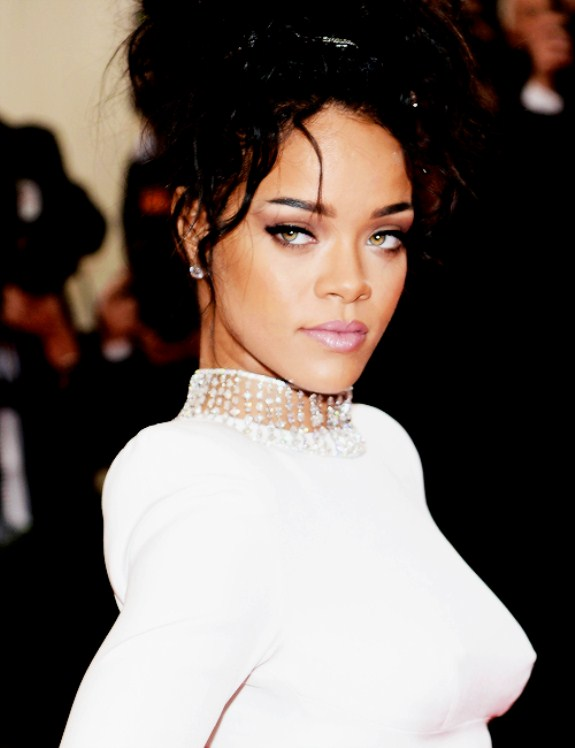 Most Stunning Pictures Of Rihanna 13