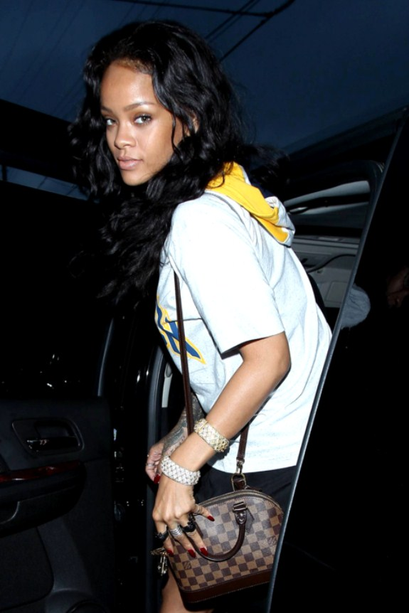 Most Stunning Pictures Of Rihanna 15