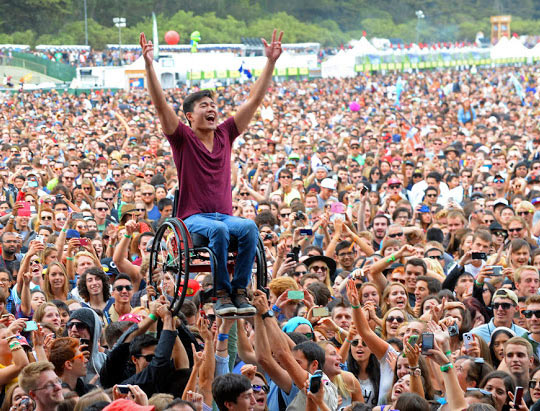 funny-crowd-concert-wheel-chair