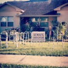 funny-house-sign-walkers-old-people