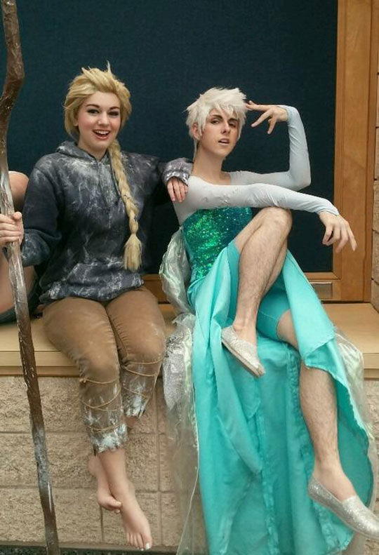 funny-couple-Frozen-costume-swap
