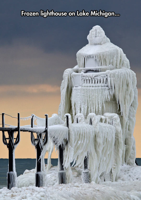 funny-frozen-lighthouse-Lake-Michigan