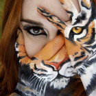 funny-hand-painting-tiger-girl